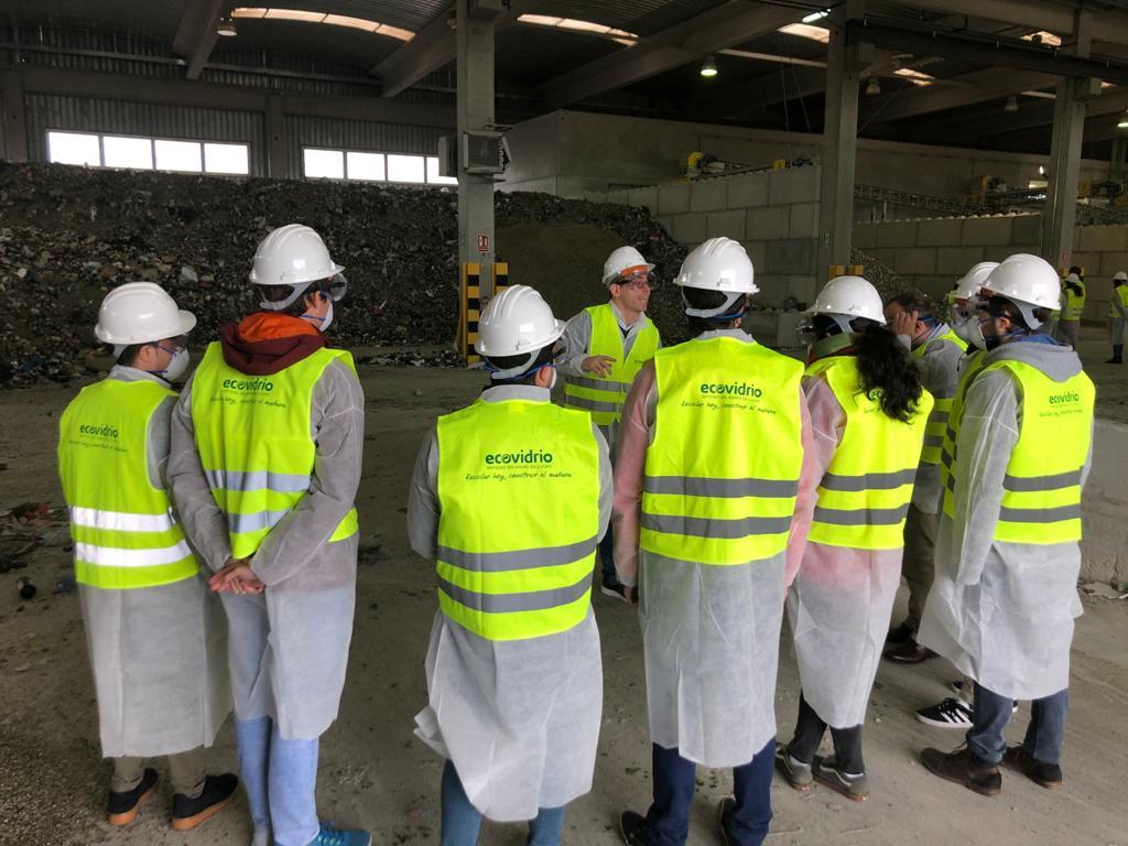 alumnos visita planta de reciclado de vidrio